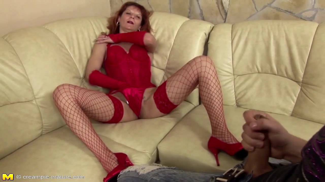 Mature mom receives pissing from young boy